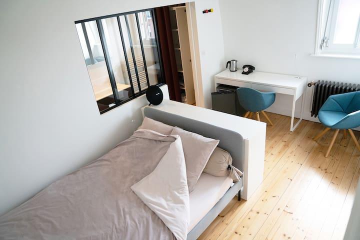 ROOM #1 Double bed, private shower & wc, desk + mini fridge