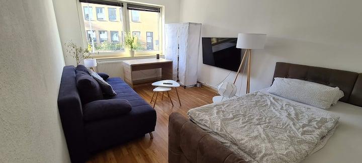 Top ausgestattetes, helles Zimmer mit Smarthome