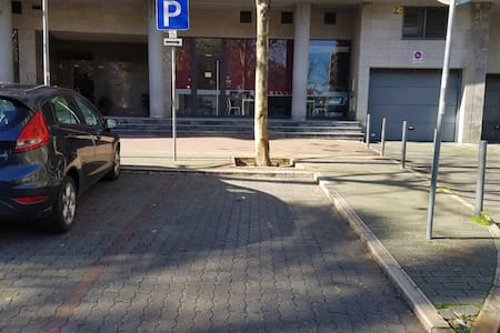 Estacionamento a 20 metros da porta da entrada