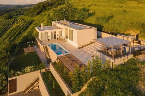 Luxury Villa San Mauro in Momjan