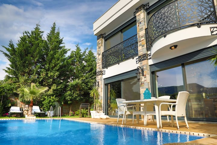 Unique villa and paradise garden in Bodrum