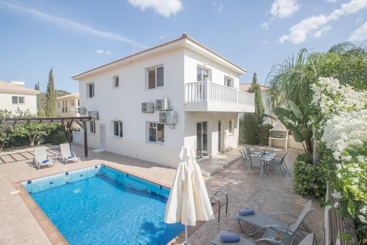 Villa Jodie, Modern 3BDR Ayia Napa Villa with Pool