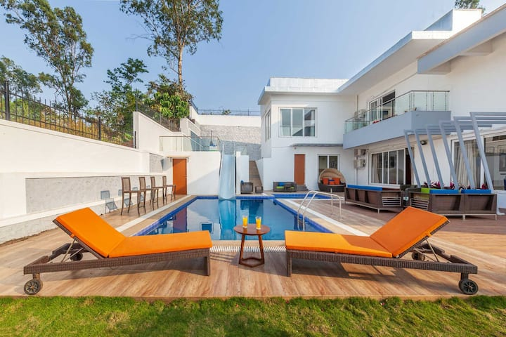 White Pebbles - 4BHK Villa with Pvt Pool & Theatre