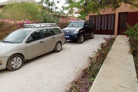 Entrées véhicules et piétons