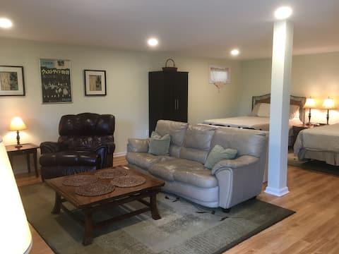Deer Meadow Farm Studio: spacious studio apartment