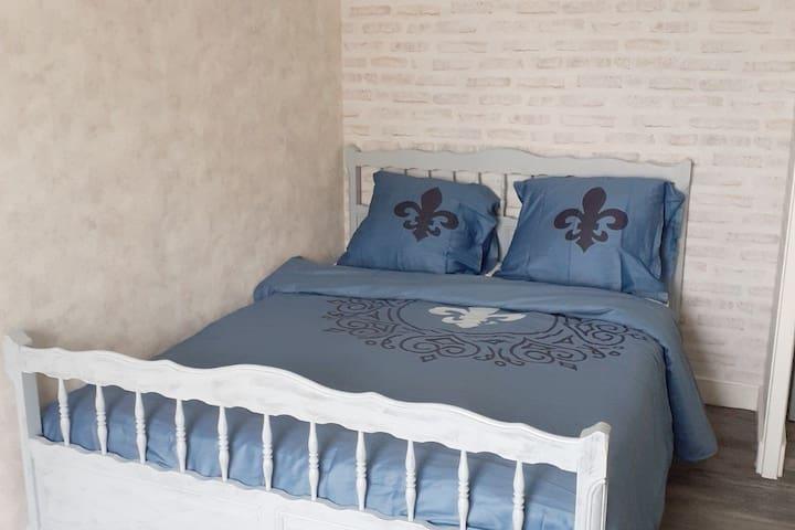 Troisième chambre simple mais élégante qui donne elle aussi une magnifique vue sur la basilique!