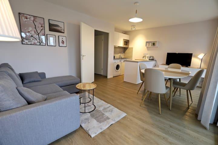 Moderne, lumineux avec piscine, bel appartement T3