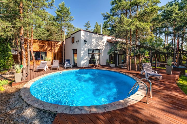 Аренда дома  в лесу, с бассейном.