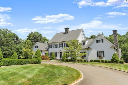 Luxe CT Country Home w/ Hi-end WiFi 4 WFH & School