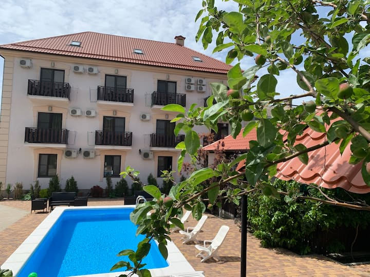 Уютный отель для комфортного отдыха в Кабардинке.