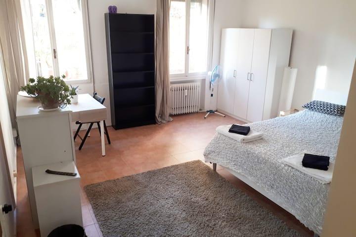 Huge double room in Venice near train station
