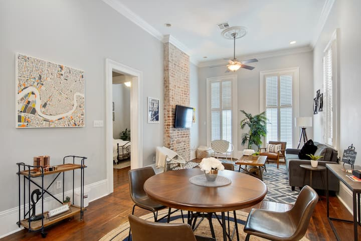 Luxury 2BR Condo - Steps to St. Charles Ave/CBD/FQ