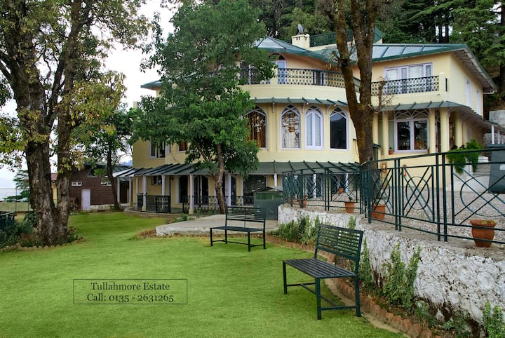 Colonial Bungalow, Spacious Rooms, Pet-friendly!