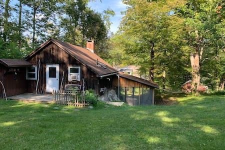 Cozy + Quaint Cottage in Southern Vermont