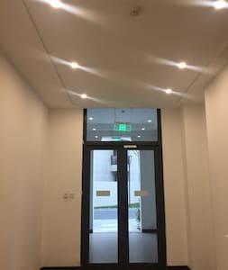 门廊照明很好