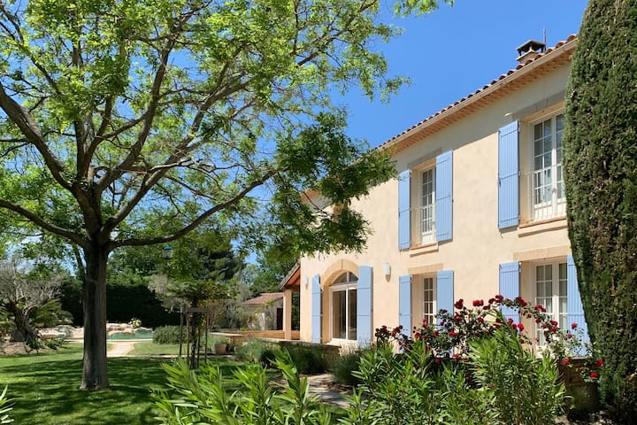 Secluded airy luxury Provençal bâtisse superb pool