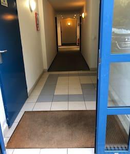 Couloir d'accès dans le bâtiment