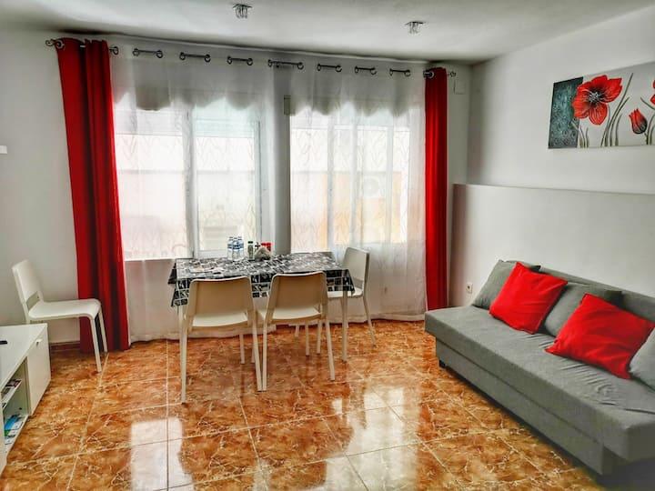 Big 3 bedroom  flat 1st floor WiFi TV beach 15 min
