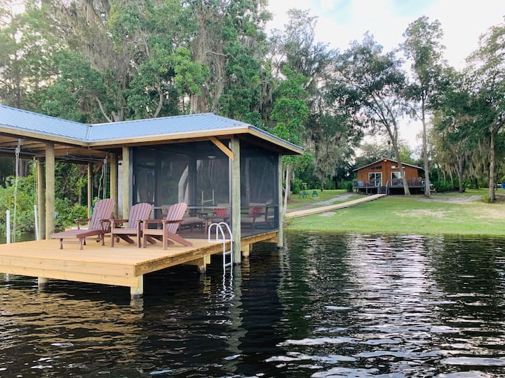 Private Lakefront Home, Large Dock, Pet Friendly