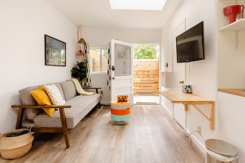 Walkable private studio near Downtown, Zoo