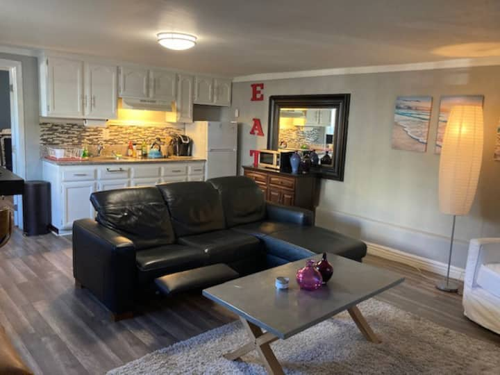 Heart of Brentwood Village / 1 BR