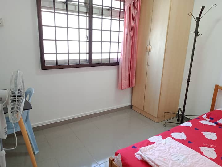 Near MRT/subway & food Clean quiet windy safe cozy