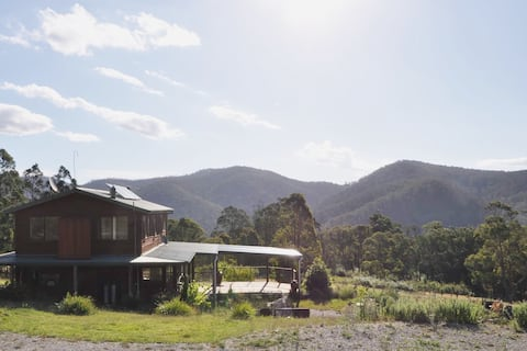 Mountain view house on 30 hectares