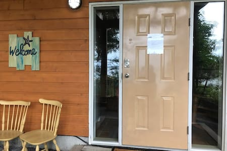 """Easy access main entrance into large foyer with """"FREE"""" laundry facilities"""