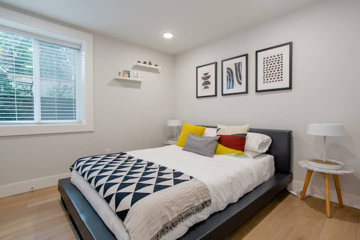 Sparkling clean & modern 1BR apartment