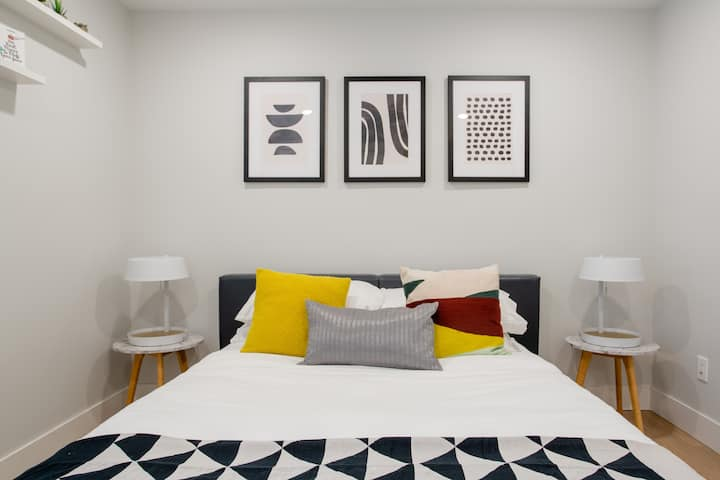 Sparkling clean & modern 1BR apartment