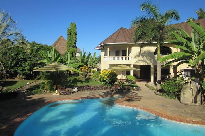 Villa Kasuku with Pool View