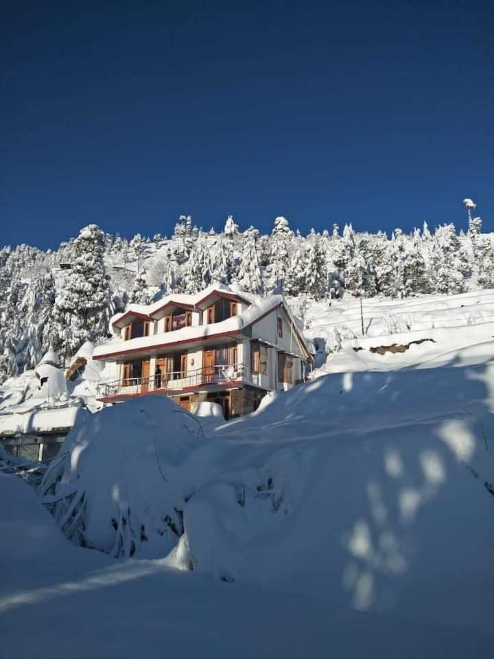3 Deluxe Rooms/Entire Floor/Vacation/Kufri(Shimla)