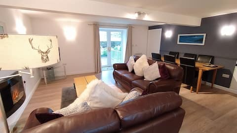 Ashdale Cottage with family games room access.