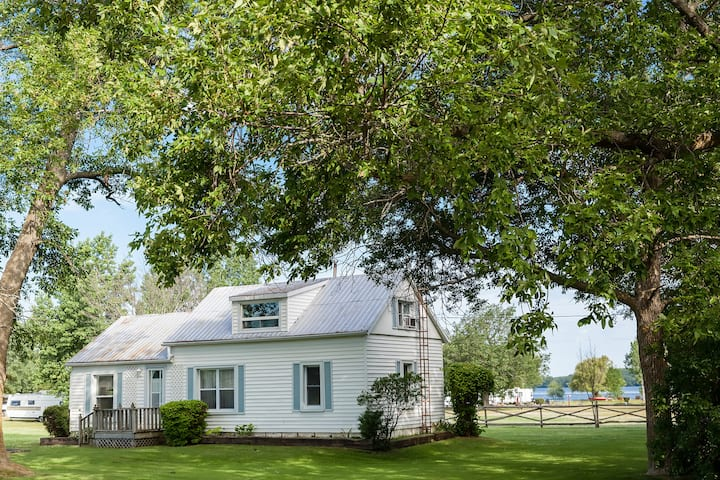 The Solmesville Vacation House - County Shores