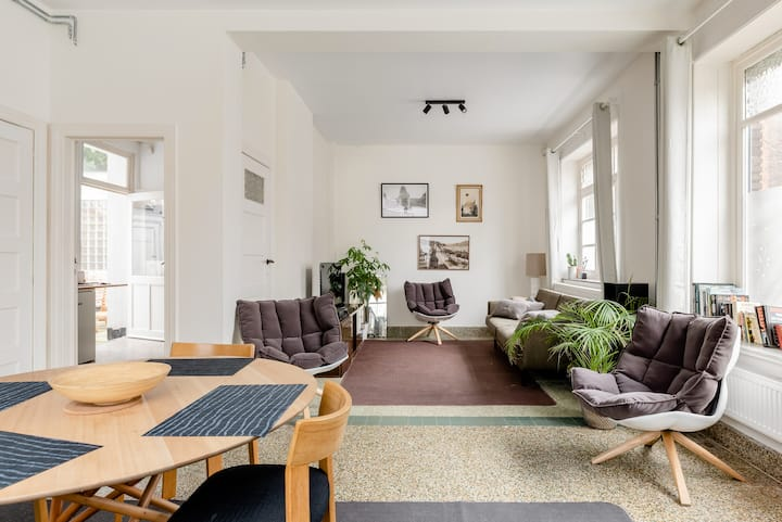 Peaceful apartment near European District