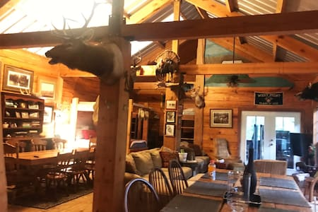 LAKE FARM CABIN- Family Escape! Pet Friendly!