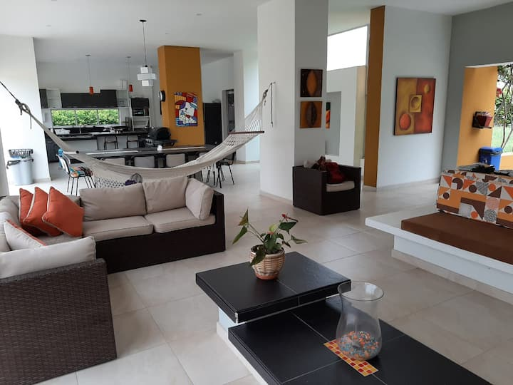 Moderna y confortable  Villa  campestre familiar