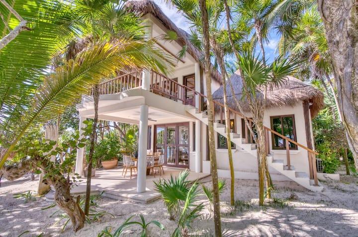 Casa Corazon One, Oceanfront bungalow 2 bedrooms