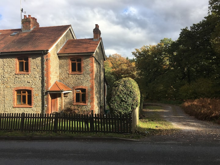 Woodside Cottage in the Heart o the Forest of Dean