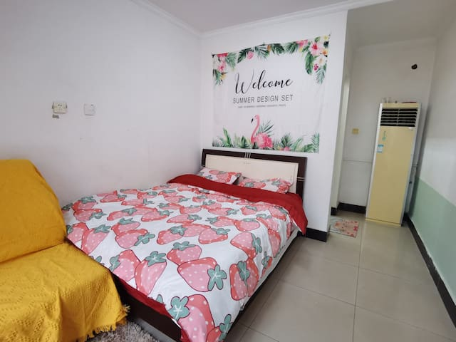 复式家庭房,楼下1.8米大床,楼上两张1.4米单人床