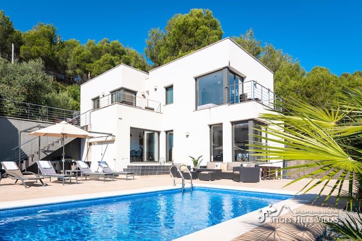 Stylish Villa Solaris with Heated Pool, quiet area
