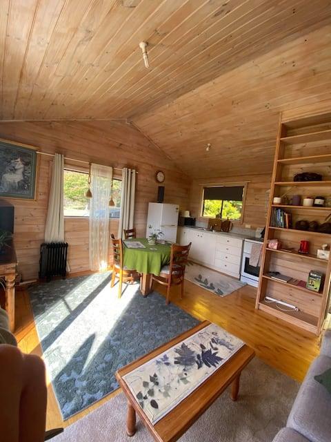 The Huntsman Cabin A cosy crib in Deloraine.