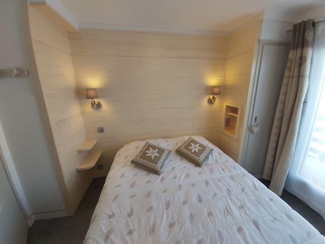 Chambre avec grand lit 160x190
