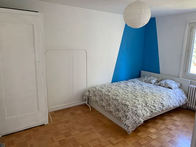 Clean room close to airport & public transport
