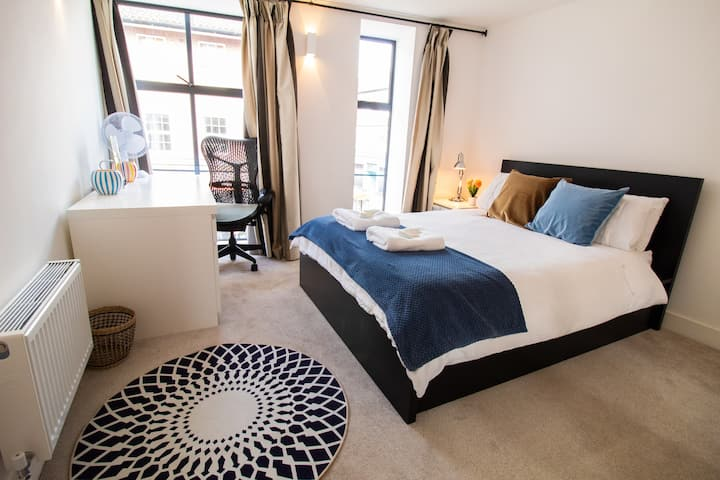 The NEW-52-CITY CENTRE LUXURY APARTMENT. 2-BED