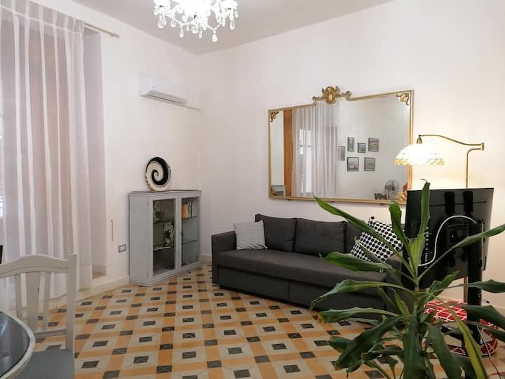 Cosy & spacious flat  in Cagliari-Castello  P1749