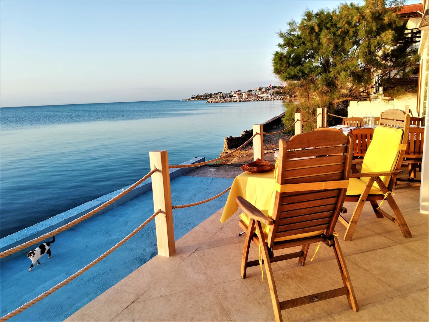 Christmas in Turkey, Urla: Feet in the water for Christmas