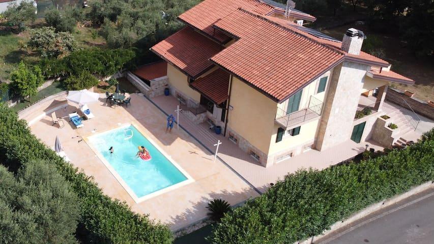 Villa con piscina