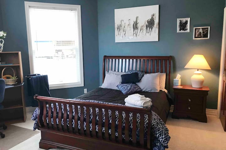 Spacious Bedroom- comfortable Queen size bed with fresh clean linens!