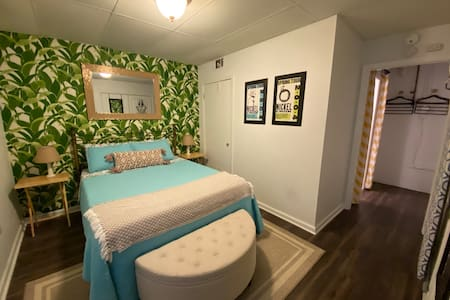 Private Retreat in Five Points - Walk to UGA!